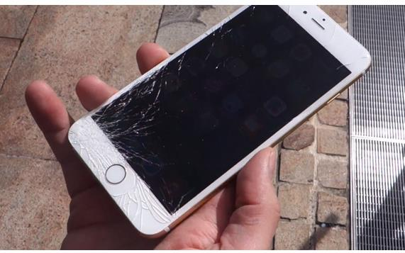iPhone 6s против iPhone 6s Plus тест на прочность [видео]